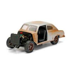Fast & Furious 8: Dom's Chevrolet Fleetline 1/32