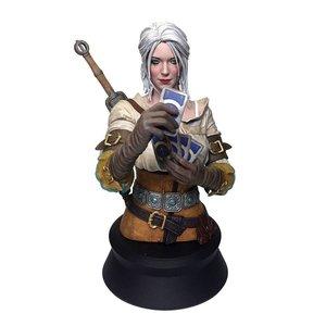Witcher 3: Ciri Playing Gwent